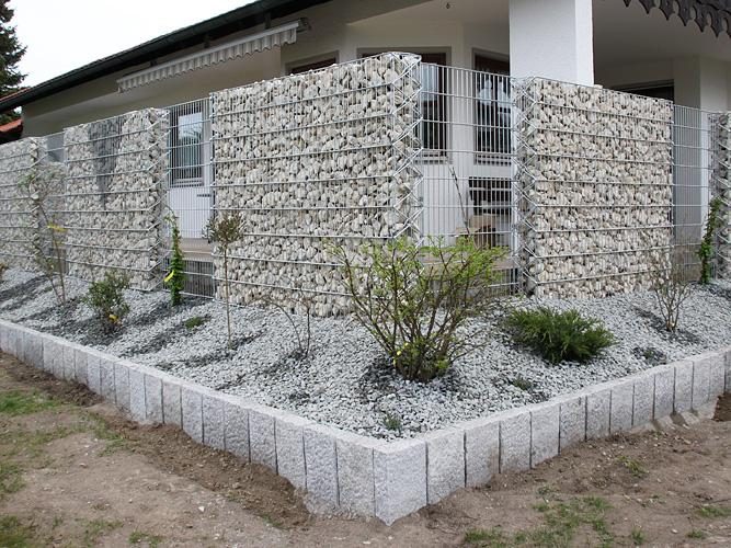 Gabionen stabmattenzaun z une - Gartenzaun sichtschutz stein ...